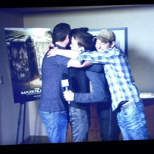 And now a #MazeRunner group hug w/ @jamesdashner @dylanobrien @PoulterWill & @wesball. #WonderCon Full video soon! http://t.co/dYwin4fj5o