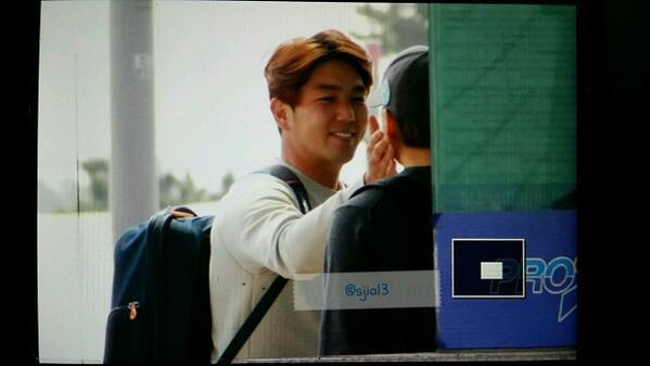 140420 ICN - kangin touching ming's face ♡ http://t.co/3goGX2FmF0