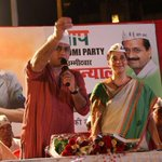RT @meerasanyal: Actor Ayub Khan stands with AAP. Jan sabha in byculla :) #voteForAAP #Vote4Jhadu @AAPMumbai @AAPSMumbai http://t.co/zxOj9STEFC