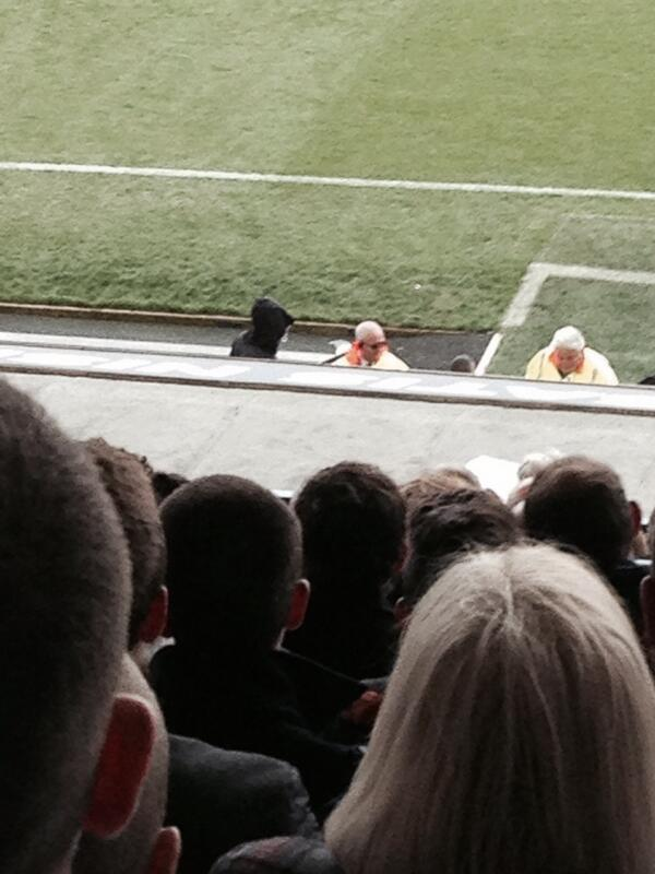 BlrMzMkIUAA B9y Paddy Power claim they were behind Grim Reaper stunt taunting David Moyes during Everton   Manchester United [Pictures]