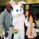 RT @TheMSeries1: RT @FastTimesAtRF: RT @JerryRice: Easter bunny trying to steal my girlfriend ! http://t.co/MWY04EGKVj