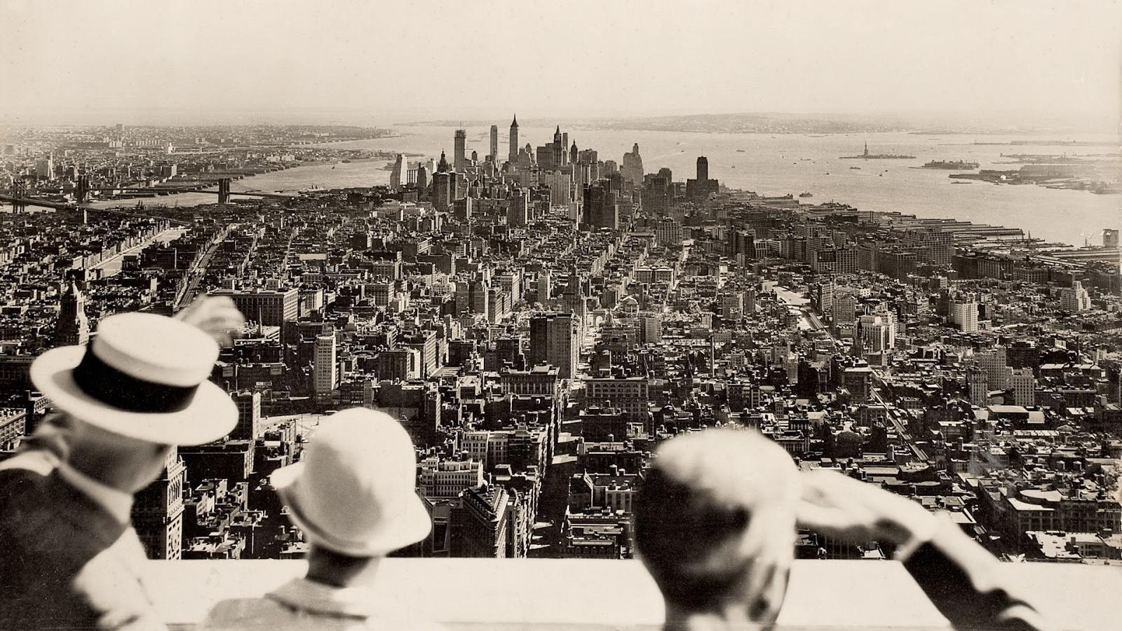 View from the top on the opening day of the Empire State Building, 1931 http://t.co/7P8d3ZtpbK