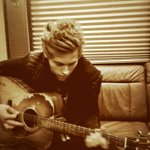 Luke is singing to me :) http://t.co/Xs2JJ7wqYO