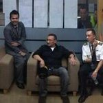 RT @HishammuddinH2O: These guys makes me proud to be Malaysian ! TQ Capt Adam n crew of MH192. http://t.co/iyrjUItLRD