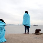 RT @Pray4SouthKorea: Family members wait on shore for word. #PrayForSouthKorea http://t.co/68yteNSrhM