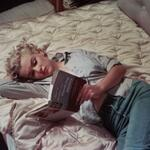Marilyn Monroe reading http://t.co/YPwCiJELvn