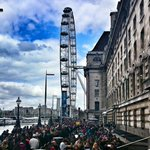 RT @spectrum12345: @southbanklondon #crowds #londoneye #London #loveLondon http://t.co/oi11bSS4xu
