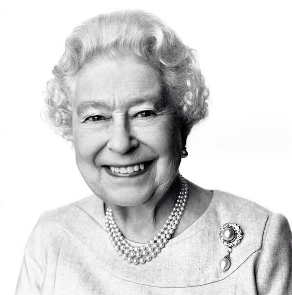 Grand-mère a 88 ans aujourd'hui ! #HappyBirthdayYourMajesty (photo by David Bailey) http://t.co/tmgvaAzKXI