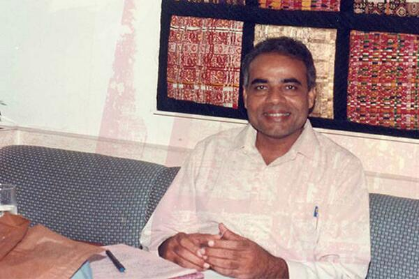 He looks like paresh rawal :O RT @IndiaHistorypic: 1990s ::Indian PM candidate Shri  Narendra Modi http://t.co/MBZmrzrhUz""