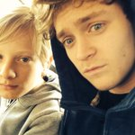 RT @TheVampsCon: Pre-Paintball selfie with my wee brother http://t.co/uokJDI42kk