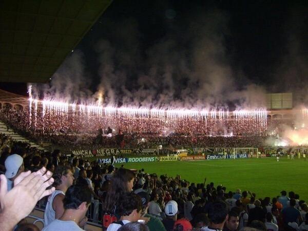 Hoje o estádio palco de várias conquistas históricas está completando 87 anos. Parabéns ao caldeirão de São Januário. http://t.co/6BoklGWF56
