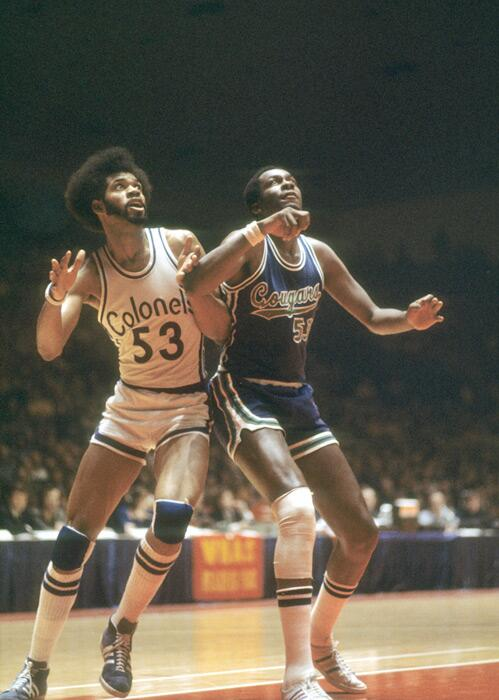 Artis Gilmore and Jim Chones battle during a 1973 ABA game between the Kentucky Colonels and Carolina Cougars http://t.co/aW9MgEjY4l