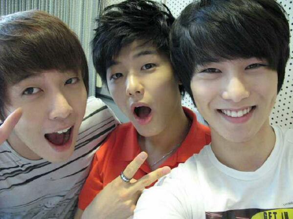 RT @BabySeoHyunn: your smile heum :) RT Fanny_Febryana: Kang Min Hyuk, Lee Jong Hyun, & Jung Yong Hwa http://t.co/o9QETCzyrx