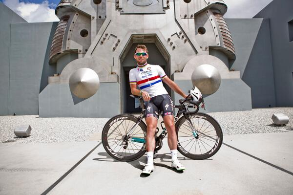 Fresh off 4 #TUR2014 wins, @MarkCavendish visited #Oakley HQ today before the @AmgenTourofCali  #Radarlock http://t.co/rebXiA6lmq