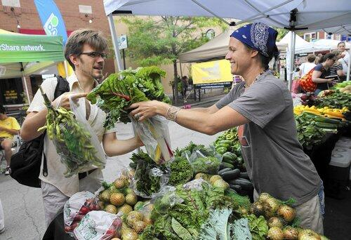 A sure sign of spring! MT @chicagotribune: Farmers markets start returning this week. http://t.co/x8URxtuqas http://t.co/6SIYLGDFPi
