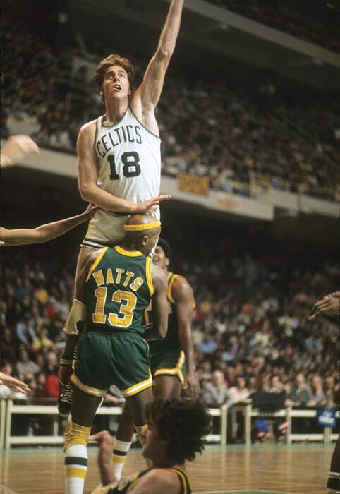Slick Watts meets Dave Cowens' crotch during a 1974 Sonics-Celtics game: http://t.co/Id16JxKZvm