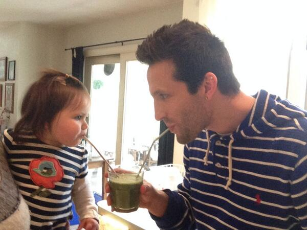 Siv n I having a @gardenofliferaw green smoothie stare down @SarahRae20 http://t.co/wUYHDFX24t