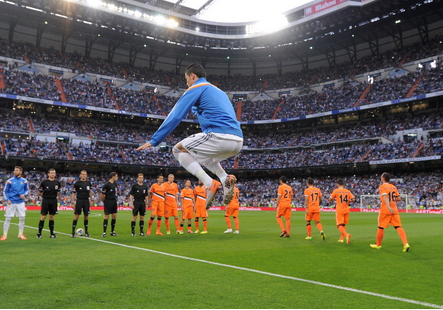Bm3g2YYCEAAW5VS The best memes & pictures of Cristiano Ronaldos stunning back heel Golazo v Valencia