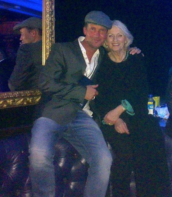 I've known this special lady over half my life - thinking of her right now & sending healing positivity to Carol xxx http://t.co/EEUYyqNN5m