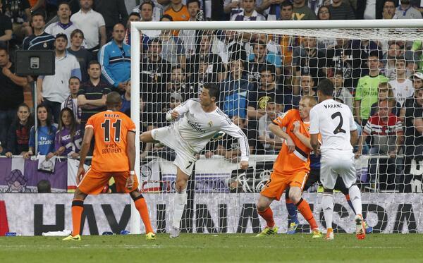 Bm3wQIKCQAA91K5 The best memes & pictures of Cristiano Ronaldos stunning back heel Golazo v Valencia