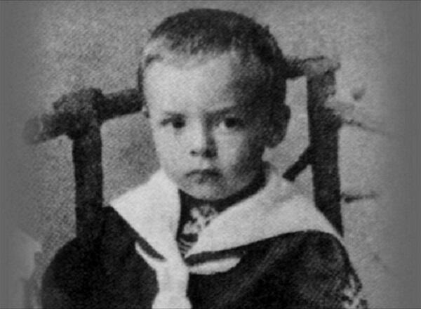 2歳のナボコフ。 #こどもの日だからちびっ子を貼る http://t.co/ziPzK4A9e8