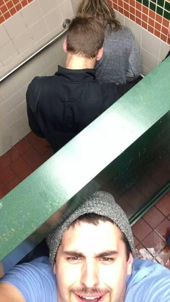 เค้าว่าภาพนี้เป็น สุดยอด Selfie ของปีนี้เลยครัช http://t.co/6ox1H0qMaT