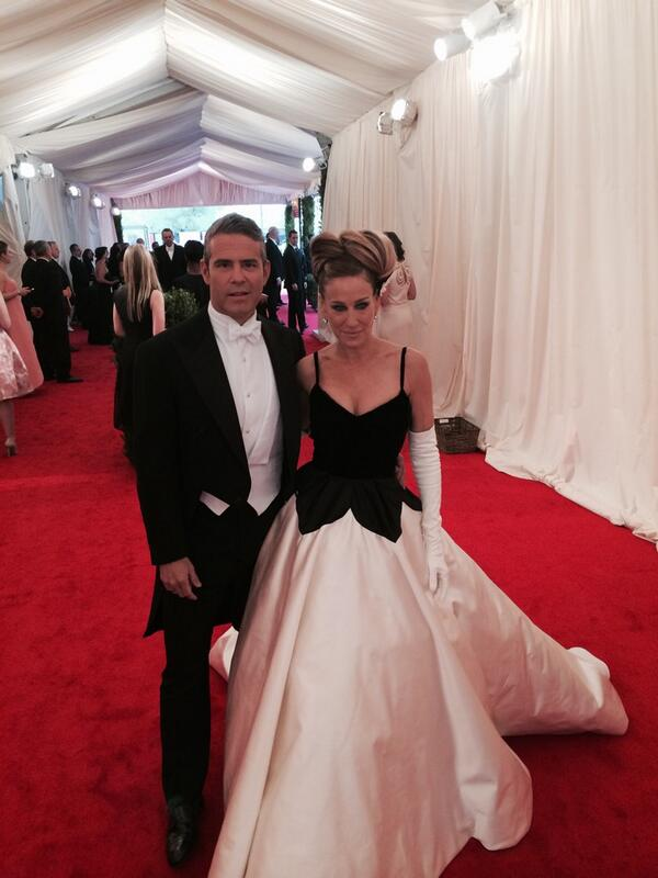 "OMG not going to be able to sleep #Metball2014 red carpet has started ""@voguemagazine: @SJP in @OscarPRGirl http://t.co/828cxRibmE"""