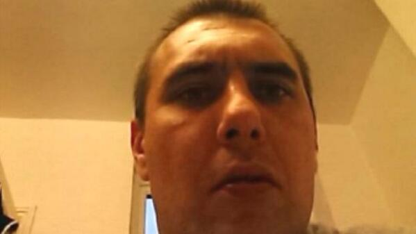 Stolen phone sends mystery 'selfie'. http://t.co/jraPbc11H9   If you know who this man is contact @EssexPoliceUK. http://t.co/UogO2EuOr1
