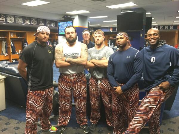 What a crew. @zubaz photobomb courtesy of @JoeNathan36 http://t.co/FGADD8lEWW