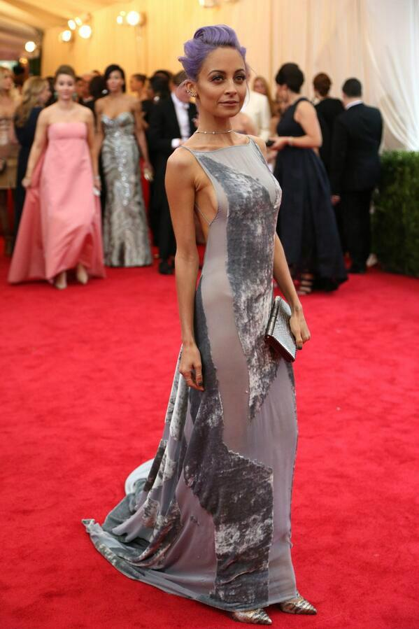 Ahh we adore Nicole Richie's Met Ball Look <3 What are your thoughts!? http://t.co/RorLLrYKbS