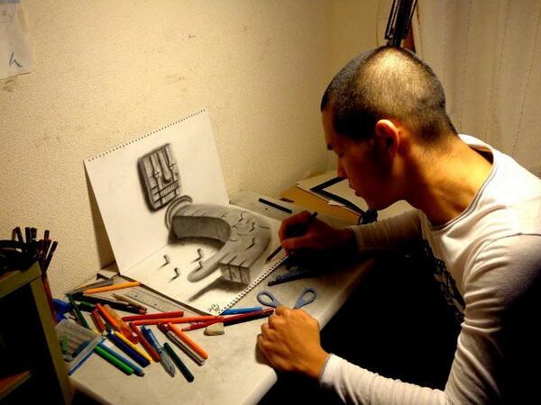 Hanya bermodal pensil pemuda asal jepang ini sukses membuat gambar ilusi 3dimensi yang keren http://t.co/G3AFP5sGcX http://t.co/lZp3EKo8XX