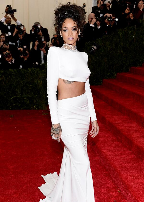 Obsessed with Rihanna's #MetGala2014 red carpet look: http://t.co/IQ6Lq9wMEr #Metball2014 http://t.co/IH25WDbXYA