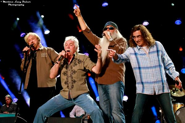 .@oakridgeboys This is 1 of our fav pics from 2013 #CMAFest When u love what u do, it shows! http://t.co/085sAF8W5J http://t.co/XiAYBqn57r