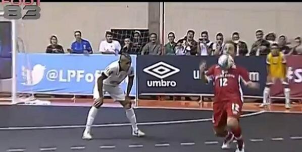 Bm9P6knCEAAr5Lu Sick skills! Futsal Falcao toys with defence and scores tremendous overhead kick [Video]