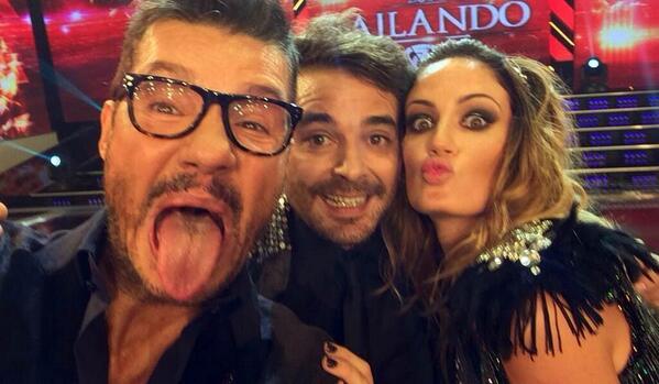 "Exitoina (@exitoina): Marcelo Tinelli, fanático de las ""selfies"" http://t.co/Xai30Eu5dX http://t.co/vGm7AmRxCZ"
