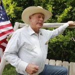 Nevada rancher Cliven Bundy makes ridiculously racist comments: http://t.co/KLsThZdFNt http://t.co/ay8Sw1TGPZ