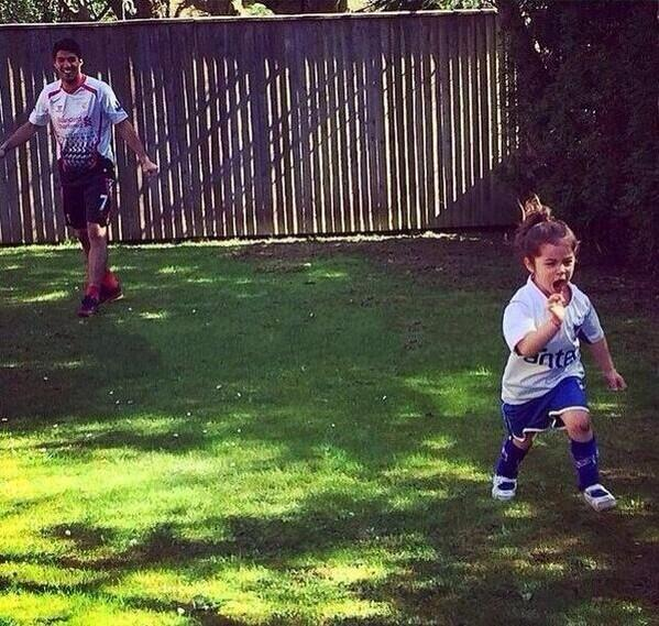 BmAi3kZIMAA9QeN Luis Suarez has enrolled daughter Delfina at a Merseyside school starting in September [Times]
