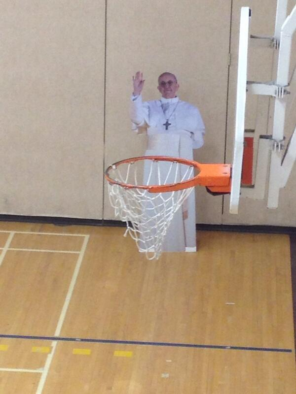 Shooting hoops with @Pontifex