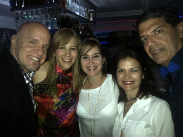 Yris Quijada (@yqdelvalle): Siempre es agradable encontrarse con amigos @titiromerop @eduardoaldrey @EntreSocios y en un sitio cool @lenvillclub http://t.co/8sNg6XZe4U