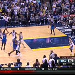 RT @johnschuhmann: Wow. RT @SBNationNBA: Let Westbrook not pass to the guy standing underneath the basket http://t.co/dQQfBy1cyt