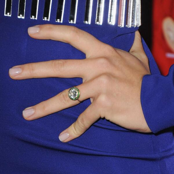 Our 40 favorite celeb engagement rings of all time—which do you prefer? http://t.co/WMpa9sQpjz