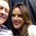 RT @thekevinryder: What am I doing at the @LAKings game? Oh...nothin. @AngelAlessandra @kevinandbean http://t.co/546Opt5yuF