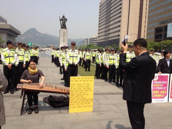 모던가야그머 정민아 님, 현재 광화문에서 1인 시위 중입니다. 존경하고 지지합니다. 그리고 '마음'에서만 그치지 않겠습니다. http://t.co/TKh7X4H5cL