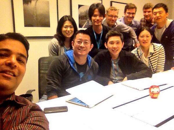 Better than Ellen's selfie. Twitter SMB coming soon to Japan!! https://t.co/jgdrWHWX99 http://t.co/YMjjEgk9C1