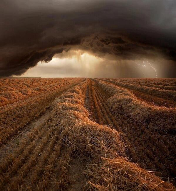 This is pic of summer storm, Kansas: http://t.co/QaSYN9pbzM