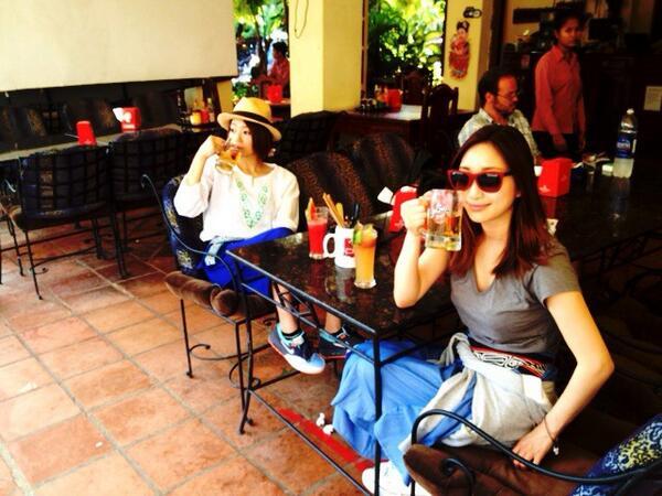お姉に、 連休できたけん遊ぼやってメールしたら いいよ!っていうけん 着いて来たら、行き先がカソボジアだった。  朝ビールうめぇぇー!! http://t.co/OtpiZNXlAC