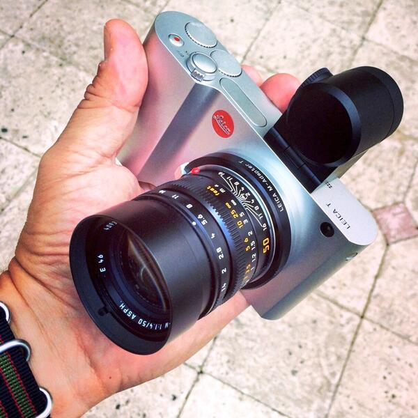 In my hands: the new #Leica T mirrorless camera http://t.co/HWBd8n6iZm