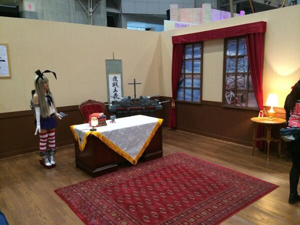 提督の部屋が再現された「艦これ」ブース! 艦娘と一緒に撮影できます。ただいま60分待ち。 #超会議 #chokaigi #艦これ http://t.co/hgpxuq8WMT