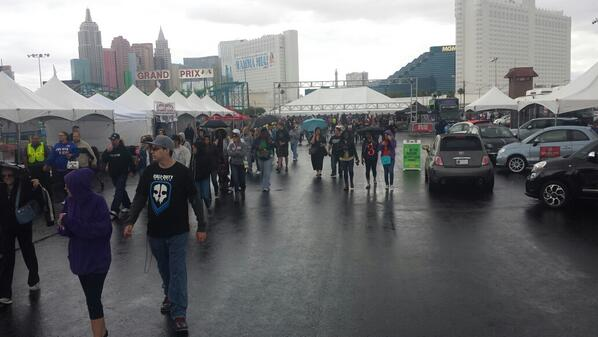 Doors up @VegasFoodieFest!!! Rain or Shine w/ @WhiteRabbitTruk @TJWoodfirePizza @grlldcheesetruk  @mytornadopotato ++ http://t.co/hpE9qTQhcA
