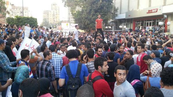 ياللي بتهتف مرسي وسيسي..ولا دا هيرجع ولا رئيسي.  ثوار..أحرار..هنكمل المشوار! http://t.co/Epb9CHVH5Z